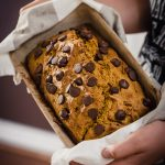 Pumpkin bread with chocolate chips, pan de calabaza con trozitos de chocolate