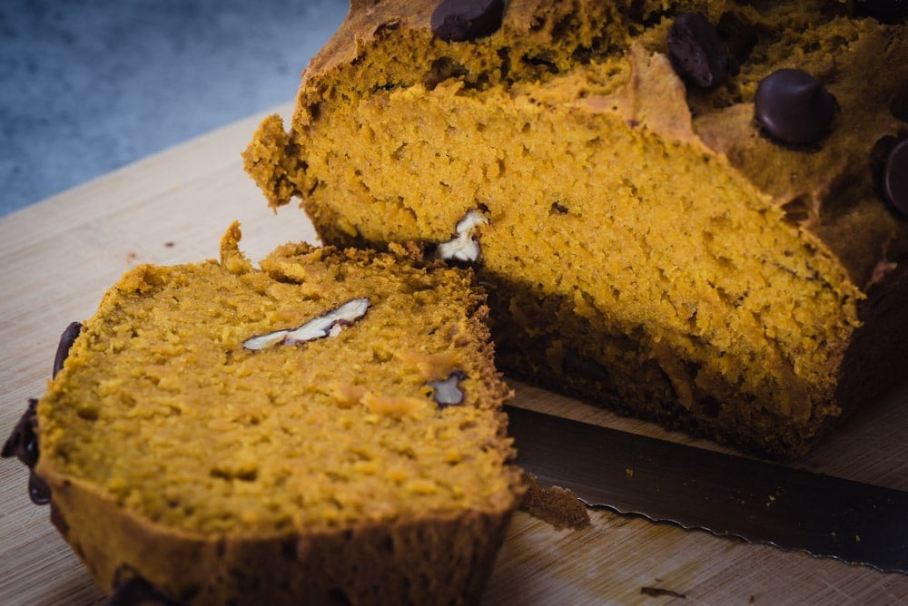 Slice of pumpkin bread, rebanada de pan de calabaza
