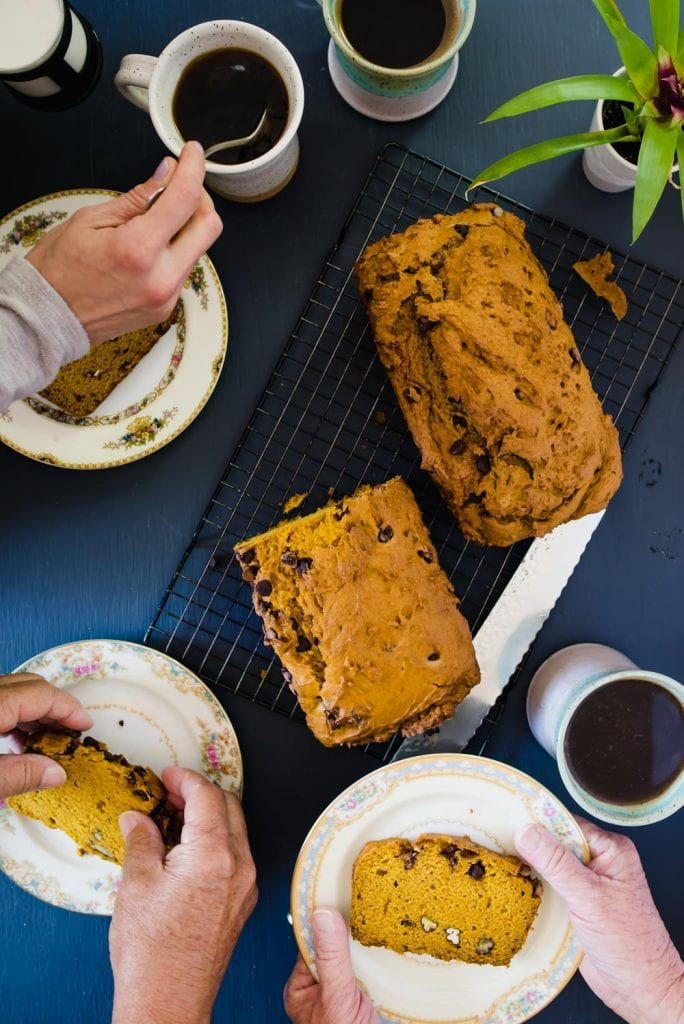 Pumpkin bread and coffee, pan de calabaza y cafe