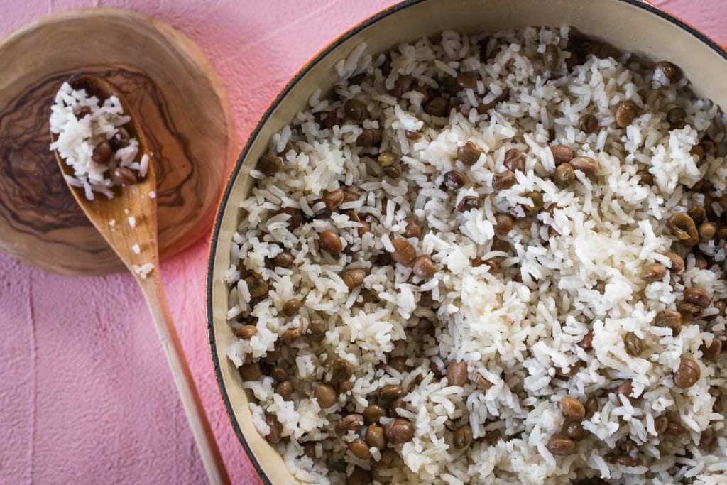 Coconut Rice with Guandules. So easy to make with just three main ingredients. | MalenaNutricion.com