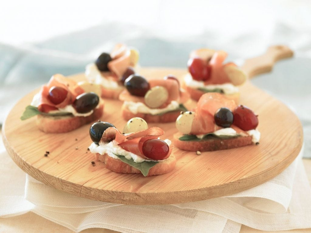 Prosciutto with grapes appetizer